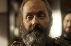 Novo Mundo:  Olinto vê Thomas se aproximar com os soldados e avisa a Joaquim. Confira o resumo desta sexta