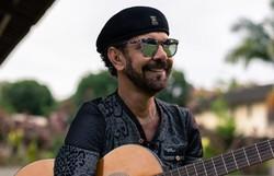 Nando Cordel comanda live junina com música e causos (Foto: Leonardo Martins/Divulgação)