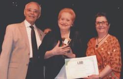 Poeta recifense Lourdes Sarmento lança novo livro em formato digital