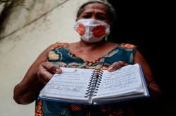 Sítio Histórico de Olinda sofre com falta d'água; moradores recorrem à bica contaminada (Foto: Arnaldo Sete / Esp. DP Foto)