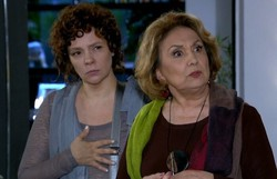 Fina Estampa: Alice pede para Íris não revelar segredo de Tereza Cristina para Griselda. Confira o resumo desta quinta