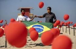 ONG Rio de Paz faz protesto em homenagem às 100 mil vítimas da Covid-19 (Foto: Mauro Pimentel / AFP  )