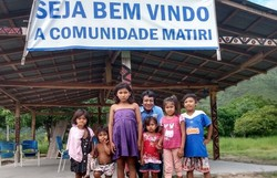 Em Roraima, professor percorre 30 km e atravessa igarapé para entregar atividades aos alunos (Foto: Reprodução/Instagram/Glycya)