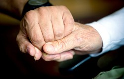 Cientistas relatam possível caso de Parkinson relacionado à Covid-19 (ODD ANDERSEN/AFP)