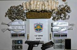 Dupla é presa por tráfico e posse ilegal de arma em Santo Amaro (Foto: Polícia Militar/ Divuçgação)