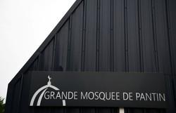 França fecha mesquita em Paris após decapitação de professor (Christophe ARCHAMBAULT / AFP)