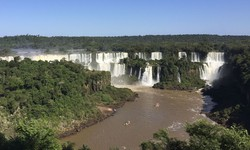 Foz do Iguaçu aposta no turismo de compras para restabelecer economia (Foto: Fabíola Sinimbú / Agência Brasil)
