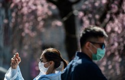 Japão se aproxima de 4 mil casos da covid-19 (Philip FONG / AFP)