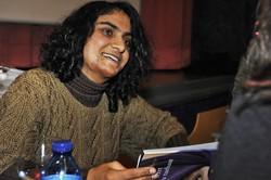 Em livro, afegã conta como se vestiu de homem por 10 anos para sobreviver ao Taleban (Foto: Reprodução)