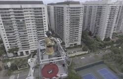 Bombeiro toca 'Eu sei que vou te amar' para moradores em quarentena no Rio de Janeiro (Foto: Divulgação)