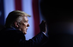 Trump deve indicar a conservadora Amy Coney Barrett para a Suprema Corte, segundo a imprensa (Foto: BRENDAN SMIALOWSKI / AFP)