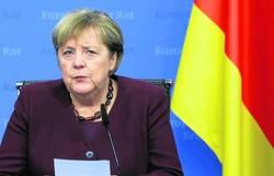Angela Merkel é ovacionada em despedida na cúpula da União Europeia (Foto: Aris Oikonomou/AFP)
