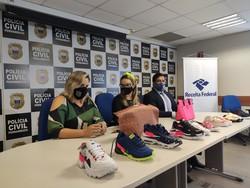 PCPE prende quatro suspeitos de venda de produtos falsificados na Zona Sul do Recife (Produtos falsificados apreendidos pela PCPE durante a operação First Line. Foto: Divulgação/PCPE)