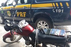 Polícia prende dupla com arma e celulares roubados em Toritama (Foto: Divulgação/ PRF)