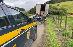 Em Palmares, caminhão carregado de pneus é recuperado na BR-101