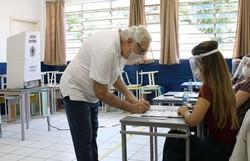 Eleitores de 57 cidades voltam às urnas neste domingo no segundo turno (Foto: Rovena Rosa/Agência Brasil)