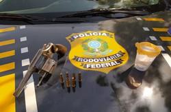 Motociclista é detido com arma, munições e droga em Juazeiro (PRF/Divulgação)