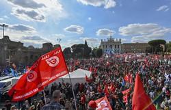 Manifestação gigantesca em Roma contra a extrema direita (Foto: Alberto PIZZOLI / AFP)