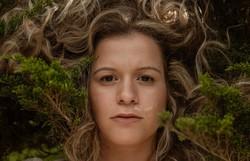 Cantora pernambucana Ylana lança videoclipe inspirado no período de quarentena (Foto: Flora Negri)