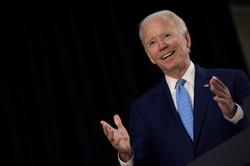Campanha de Biden supera pelo segundo mês seguido Trump em arrecadação (Foto: Brendan Smialowski / AFP)