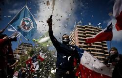 Manifestantes protestam em Santiago contra uma nova Constituição no Chile (Foto: JAVIER TORRES / AFP)
