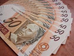 Bolsonaro anuncia que novo Bolsa Família se chamará 'Auxílio Brasil' (Novo programa será 'pelo menos 50% maior que o Bolsa Família. Falo 50% porque os outros 50% vou deixar para o Guedes anunciar', avisou presidente. Foto: Reprodução/Pixabay)