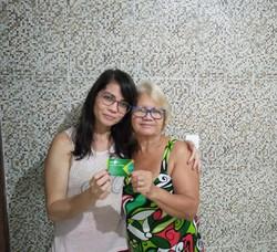Pessoas portadoras de deficiência no foco das ações da Alepe (A pedagoga Paula Barros, com sua mãe Gilka, que é surda. Foto: Cortesia)