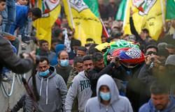 Funeral de adolescente palestino morto em confronto com o Exército israelense reúne multidão (Foto: AGENCE FRANCE-PRESSE )