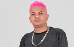 Produtor e cantor pernambucano Pop na Batida fará parcerias nacionais (Foto: Cenário Filmes/Divulgação)