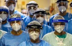 787 mil profissionais de saúde foram afastados por suspeita de Covid-19 (Foto: Silvio Avila/AFP)
