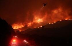 Incêndio florestal de 4 mil hectares provoca evacuações na Califórnia (Foto: Mario Tama/AFP)