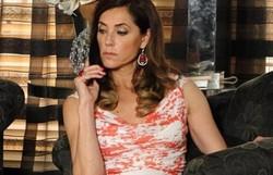 Fina Estampa: Tereza Cristina liga para Renê e ouve a voz de Griselda. Confira o resumo desta terça