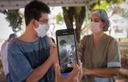 Sociedade Brasileira de Pediatria defende vacinação em adolescentes (Breno Esazki/Secretaria de Saúde do Distrito Federal)