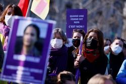 Mulheres se manifestam na França em defesa de seus direitos (Foto: Thomas SAMSON / AFP)
