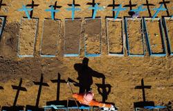 Pandemia 'muito intensa' continua matando no Brasil e gera recorde de casos nos EUA (Foto: AFP)