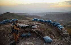 Quatro jornalistas afegãos são presos ao retornar de área controlada pelo Talibã (crédito: FARSHAD USYAN / AFP)