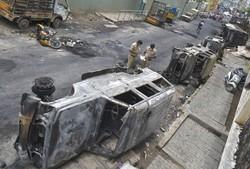 Dois mortos em distúrbios na Índia após publicação sobre Maomé no Facebook (Foto: Manjunath Kiran / AFP)