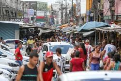 Mercados e feiras livres seguem com aglomerações  (Foto: Leandro de Santana/ DP)