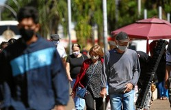 Brasil volta a registrar mais de 45 mil casos de Covid-19 após 13 dias (Foto: Ana Rayssa/CB/D.A Press)
