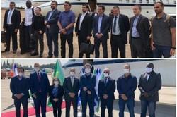 Comitiva brasileira sai sem máscara do Brasil, mas usa proteção ao chegar em Israel (Internet / Reprodução)