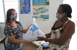 400 kits de alimentação são distribuídos para famílias vulneráveis de Paulista (Foto: Almir Martins/Prefeitura do Paulista.)
