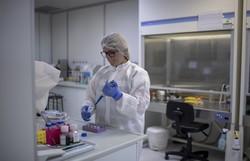 Calor não deve impedir a propagação do vírus, afirma Academia Nacional de Ciências dos EUA (Foto: Mauro Pimentel/AFP)