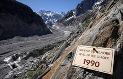 Fragmento de geleira do Mont Blanc ameaça se desprender na Itália (Foto: Marco Bertorello/AFP)