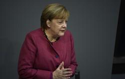 """Merkel adverte contra """"mentiras e desinformação"""" na luta contra o coronavírus (Foto: Tobias SCHWARZ / AFP)"""