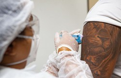 Pernambuco deve receber 84 mil doses da vacina AstraZeneca/Oxford (Foto: Miva Filho/SES-PE)