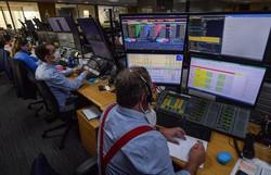 Bolsa sobe 0,88% e fecha acima dos 100 mil pontos pela primeira vez desde março; dólar fecha a R$ 5,33 (Foto: Nelson Almeida/AFP)