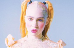 Cantora Grimes leiloa parte de sua alma em exposição online (Foto: Reprodução/Instagram)