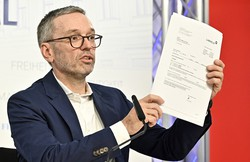 Líder da extrema-direita austríaca se ofende com rumores de que se vacinou secretamente (Foto: HANS PUNZ / AFP)