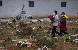 Covid-19: Brasil tem 157,9 mil mortes e 5,43 milhões de casos (Foto: AFP/ Nelson Almeida)