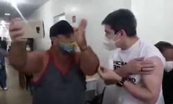 Randolfe discute com bolsonarista depois de se vacinar (foto: Redes Sociais/Reprodução)